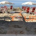 Spiaggia accessibile e con sedia job